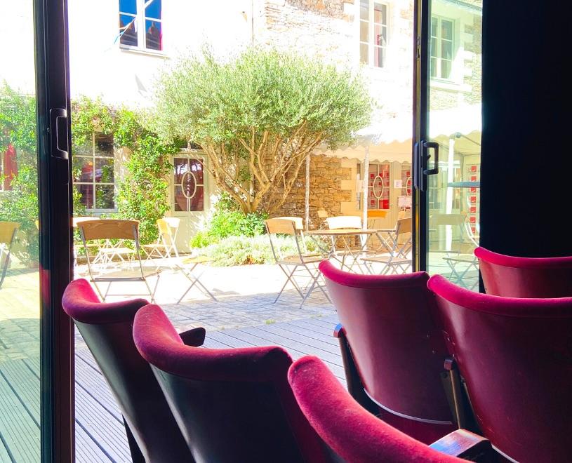 Location de salle à Nantes, au coeur du centre ville, découvrez nos 6 espaces dédiés à la formation, la réunion, le séminaire et le cocktail d'entreprise.